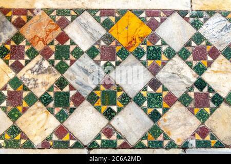 Italie, Rome, Santa Maria dans l'église Cosmedin, carreaux de sol Banque D'Images