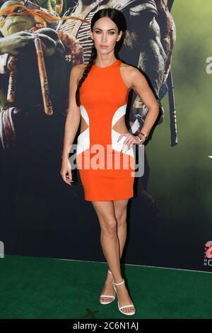 Megan Fox (April O'Neil) arrive sur le tapis vert pour la projection d'événements spéciaux au cinéma Hoyts, au quartier des divertissements, à Lang Road, au parc Moore Banque D'Images