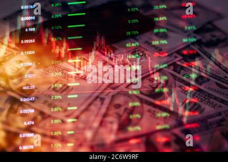 Concept de marché boursier et de fintech. Cartes numériques bleues floues sur fond bleu foncé. Interface financière futuriste.