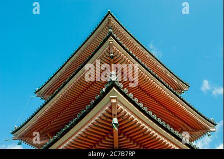 Détail de la pagode Koyasu-no-to au temple Kiyomizu-dera (site classé au patrimoine mondial de l'UNESCO) à Kyoto, Japon. Banque D'Images
