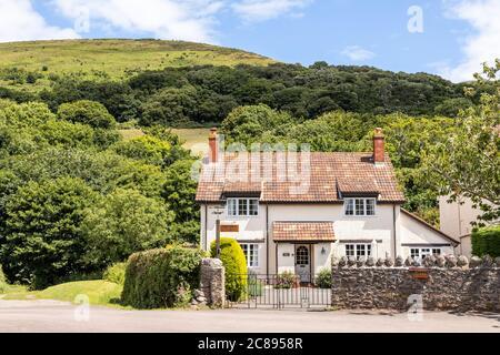 Une maison en carrelage dans le parc national d'Exmoor, dans le village de Bossington, Somerset, Royaume-Uni