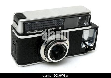 ANCIEN APPAREIL PHOTO VOIGTLÄNDER BESSY K, Vintage, art, photographie, seconde main, utilisé, ancien appareil photo, rétro, fabriqué en Allemagne de l'Ouest, 1965 Banque D'Images