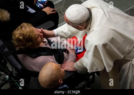 Le pape François au cours de son audience générale hebdomadaire dans la salle Paul VI au Vatican.