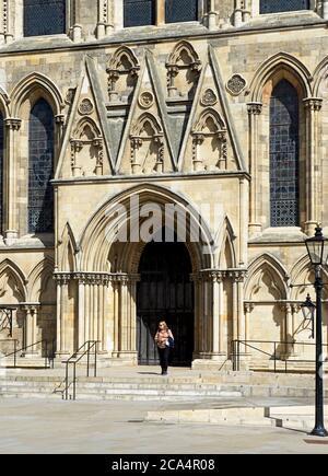 York Minster, porte dans le transept sud, North Yorkshire, Angleterre Royaume-Uni