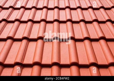 Toit de maison avec carreaux orange classique, texture, fond Banque D'Images