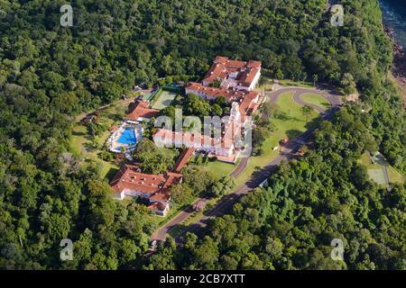 Vue aérienne de Belmond Hotel das Cataratas propriété de luxe à l'intérieur du parc national d'Iguassu, Brésil. Bâtiment de style colonial portugais. Banque D'Images
