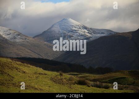 Les montagnes écossaises montrent leur beauté dans le désert.