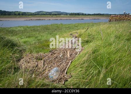 Des débris ont été lavés au village de Glencarple, en Écosse.
