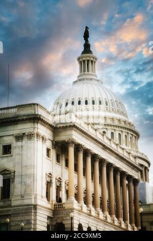 Le Capitole, qui abrite le Sénat et la Chambre des représentants des États-Unis dans le National Mall à Washington, DC.