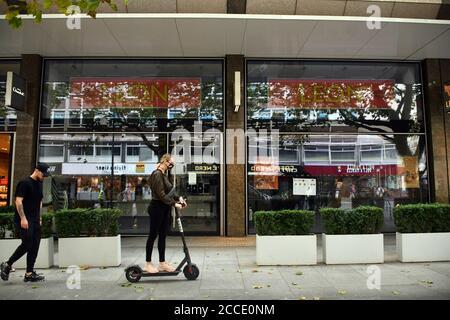 Londres, Royaume-Uni - 21 août 2020 fermeture de boutiques dans le West End de Londres, sur Tottenham court Road, pendant la crise pandémique du coronavirus. Credit: Nils Jorgensen/Alay Live News
