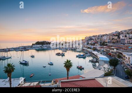 Athènes, Grèce - Novembre 19, 2018: Avis de Mikrolimano marina dans le Pirée, Athènes. Banque D'Images