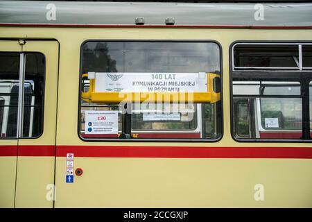 Poznan, Wielkopolska, Pologne. 22 août 2020. Le défilé de véhicules comme les bus et les trams - 140 ans des transports en commun à Poznan, Pologne. Des dizaines de véhicules y ont participé, allant de l'historique aux plus modernes. Credit: Dawid Tatarkiewicz/ZUMA Wire/Alay Live News Banque D'Images