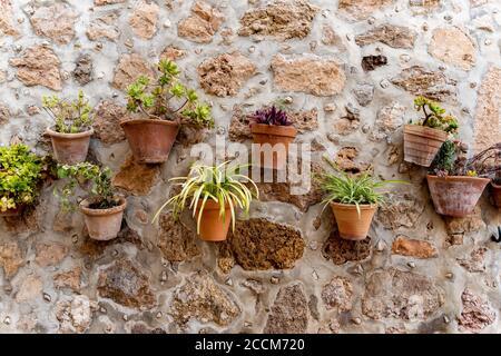 Décoration méditerranéenne sur un mur d'époque dans la vieille ville À Majorque