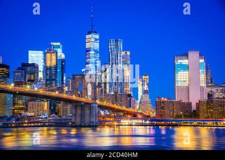 New York, États-Unis d'Amérique - vue panoramique de Lower Manhattan, le pont de Brooklyn et la tour Freedem.