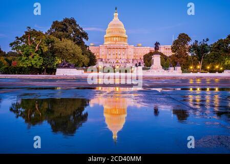 Washington DC, États-Unis - le bâtiment du Capitole des États-Unis au crépuscule.