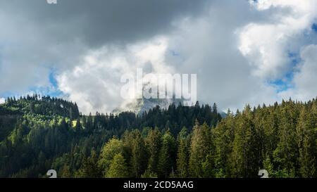 Le Moleson montagne dans les nuages, Suisse