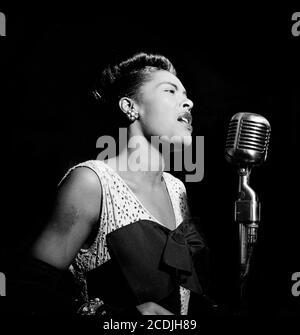Vacances Billie. Portrait de la chanteuse de jazz américaine Billie Holiday (1915-1959) à Downbeat, New York, vers 1947 Banque D'Images