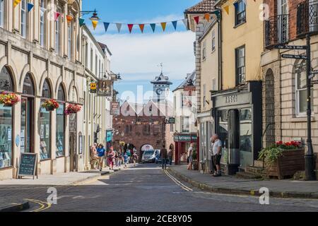 High Street menant à la maison de marché du XVIIe siècle de Ross-on-Wye.
