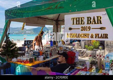Bar de plage sur le sable à Patong, Phuket, Thaïlande