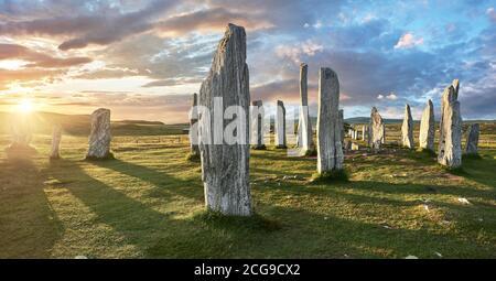Panorama du cercle de pierre central, au coucher du soleil, érigé entre 2900 et 2600BC mesurant 11 mètres de large. Au centre de l'anneau se trouve un énorme monoli