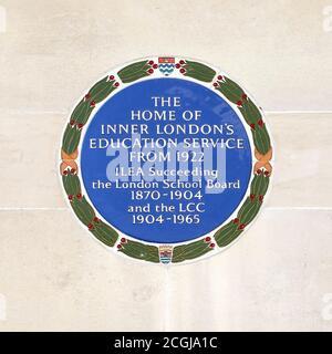 Londres, Angleterre, Royaume-Uni. Plaque bleue sur le mur du County Hall, siège du gouvernement local de Londres jusqu'en 1986