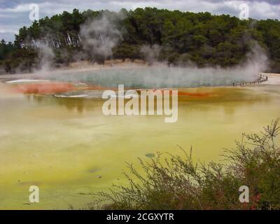 Champagne Pool à Wai-O-Tapu Wonderland géothermique, Nouvelle-Zélande Banque D'Images