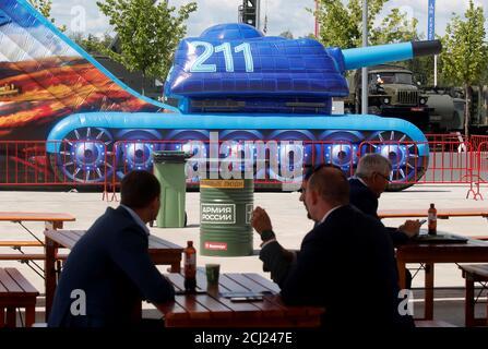 Les visiteurs assistent au forum militaire-technique international ARMY-2019 au centre de congrès et d'exposition Patriot dans la région de Moscou, Russie le 25 juin 2019. REUTERS/Maxim Schemetov