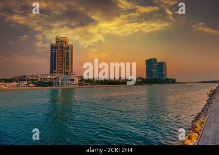 Lusail, Doha Qatar, Ritz Carlton Hotel avec tour Zig-zag vue coucher de soleil
