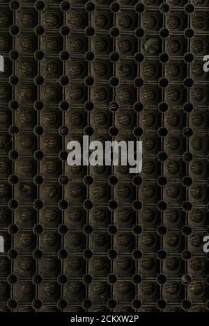 Cercles ronds sur fond noir brun foncé. Nid d'abeille