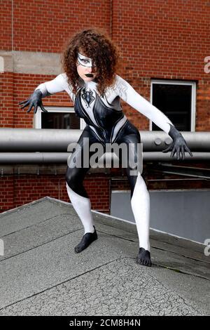 GEEK ART - Bodypainting et Transformaking: Spider-Gwen phototournage avec Lena Kiel au Hefehof à Hamelin le 15 septembre 2020 - UN projet du photographe Tschiponnique Skupin et du peintre du corps Enrico Lein