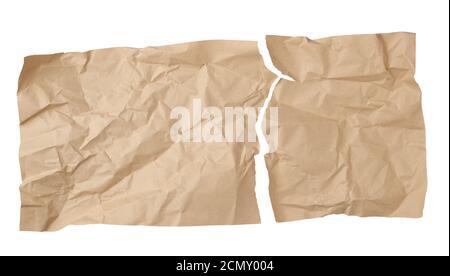 nettoyer la feuille marron déchirée de papier artisanal souillée sur un arrière-plan blanc