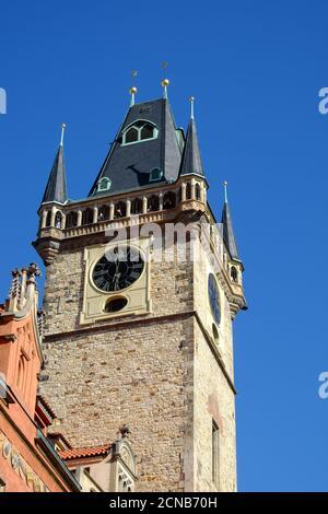 Prague, République tchèque, 12 octobre 2019. La tour de l'hôtel de ville sur la place de la vieille ville.