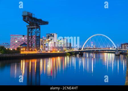 Finnieston Crane et Clyde Arc Bridge, River Clyde, Glasgow, Écosse, Royaume-Uni, Europe