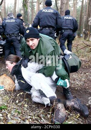 German police arrest an anti-nuclear activist who tried to block the railway track in the small village of Leitstade near Dannenberg, November 7, 2010. Tens of thousands of protesters took part in one of the largest anti-nuclear rallies in years on Saturday as the first shipment of Castor rail containers of reprocessed German nuclear waste in two years was slowed by activists on its way from France back to Germany.     REUTERS/Fabrizio Bensch (GERMANY - Tags: POLITICS CIVIL UNREST ENVIRONMENT) - Stock Photo
