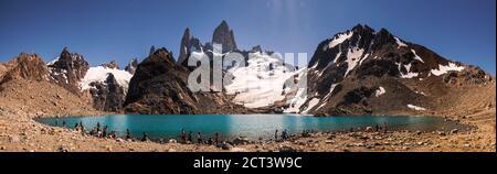 Mont Fitz Roy (alias Cerro Chalten) s'élevant du Lago de los Tres, El Chalten, Patagonie, Argentine, Amérique du Sud