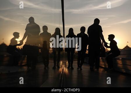 Moscou, Russie. 23 septembre 2020. Personnes dans le parc Zaryadye. Crédit : Valery Sharifulin/TASS/Alay Live News Banque D'Images