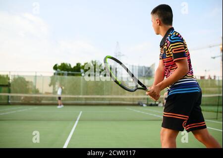 Joueurs de tennis sportifs, entraînement sur court extérieur Banque D'Images