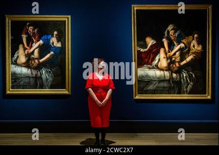 Londres, Royaume-Uni. 26 septembre 2020. Judith Beheading Holofernes vers 1612-13 et vers 1613-14 - Artemisia: Pour la première fois au Royaume-Uni, une importante exposition monographique de l'œuvre d'Artemisia Gentileschi (1593-1654 ou plus tard), ouvre à la Galerie nationale en octobre 2020. L'inspiration est l'acquisition, en 2018, du Self Portrait de Gentileschi comme Sainte Catherine d'Alexandrie (vers 1615-17), le premier tableau de l'artiste à entrer dans une collection publique britannique. Crédit : Guy Bell/Alay Live News