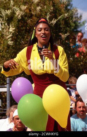 ZDF Fernsehgarten, Sonntags-Unterhaltungsshow, Sendung vom 3. Juli 1994, Gaststar: Sängerin