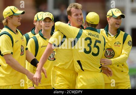 Australia's Brett Lee (4th L) is congratulated by team-mates including Michael Clarke (right) after dismissing England's Ian Bell during the first one-day international at Lord's cricket ground in London June 29, 2012.   REUTERS/Philip Brown (BRITAIN - Tags: SPORT CRICKET)