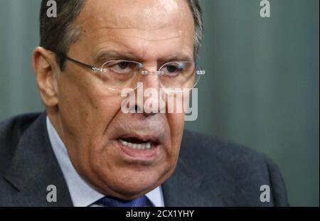 Le ministre russe des Affaires étrangères, Sergei Lavrov, prend la parole lors d'une conférence de presse après une rencontre avec son homologue de Zambie, Harry Kalaba, à Moscou le 17 avril 2015. REUTERS/Sergei Karpukhin