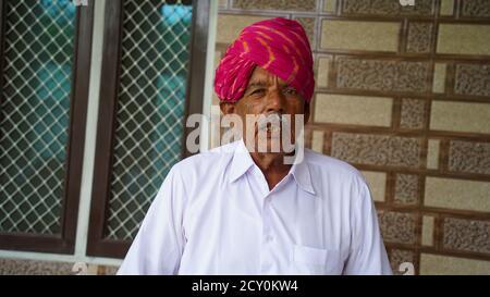 23 septembre 2020 : Reengus, Jaipur, Inde / ancien Rajasthani avec turban coloré. Banque D'Images