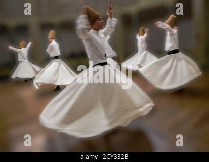 La pratique des derviches tourneurs leur danse à Istanbul, Turquie le 30 Avr, 2016