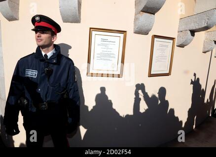 Shadows of photographers are cast on the wall near a carabinieri who stands next to the official declaration of Prince Albert II announcing the birth of twins to the Prince and Princess Charlene, at Monaco Palace December 11, 2014. Princess Charlene of Monaco gave birth on Wednesday to a boy and a girl, the royal couple's first children, an aide to the royals said. According to Monaco's Constitution the boy, named Jacques, will be first-in-line to the throne, and not his twin sister, Gabriella.  REUTERS/Eric Gaillard (MONACO - Tags: ROYALS ENTERTAINMENT)