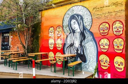LX Factory - espace d'art à Lisbonne, Portugal. Graffiti sur le mur du café.