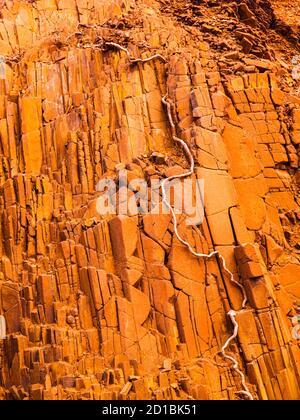 Formation de roches de tuyaux d'orgue à Twyfelfontein en Namibie