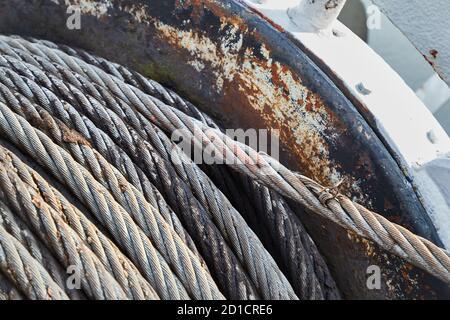 Rouleau de câble en acier sur le treuil