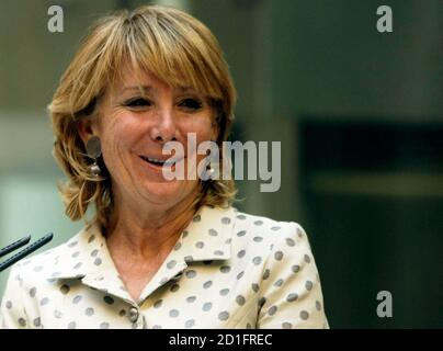 Esperanza Aguirre, Madrid regional president, smiles during a news conference in the regional headquarters of the Popular Party in central Madrid November 27, 2008. Aguirre explained how she escaped unhurt from the lobby of Mumbai's Trident-Oberoi hotel when Islamist militants fired automatic weapons indiscriminately and threw grenades before settling in for a long siege at the Taj and the Trident-Oberoi hotels.  REUTERS/Sergio Perez  (SPAIN)