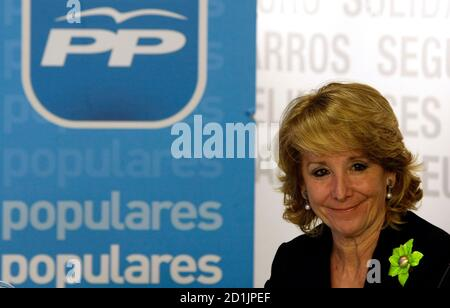 Esperanza Aguirre, Madrid Regional President, smiles as she attends the Popular Party's national executive board meeting at the party's headquarters in Madrid February 11, 2009. High Court magistrate Baltasar Garzon named 34 people on February 10, 2009 as suspects in an investigation into corruption in the Popular Party, taking the total number of suspects to 37. The corruption investigation comes on the tail of allegations of in-party spying in the Popular Party Madrid regional government.  REUTERS/Sergio Perez  (SPAIN)