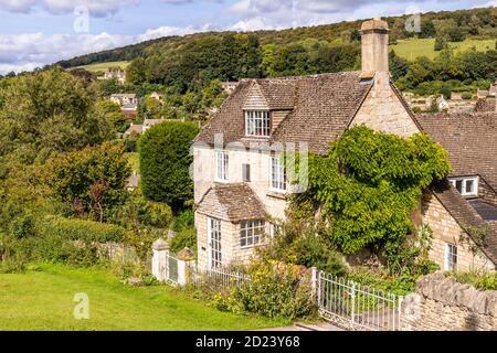 Un cottage en pierre dans le village de Sheepscombe, Gloucestershire, Royaume-Uni